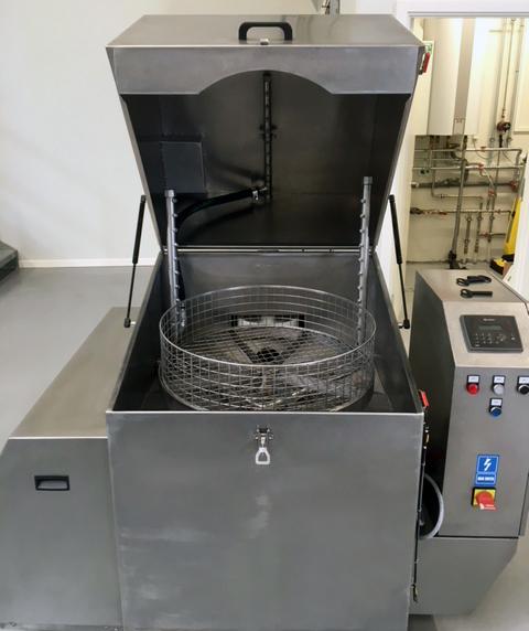 masini-de-spalat-piese-industrie-prin-pulverizare-cos-rotativ-toploader-2